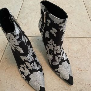 ZARA EMBROIDERED BOOTIES